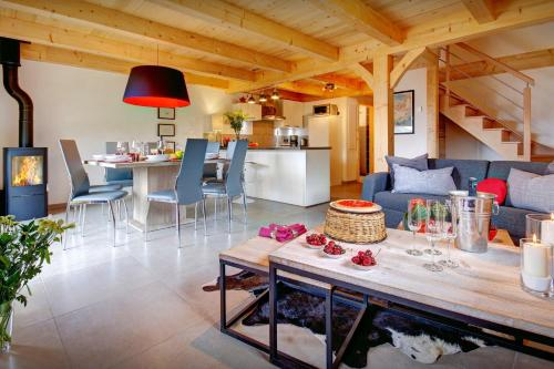 Charming chalet cosy lounge & log burner panoramic views - OVO Network - Chalet - Manigod