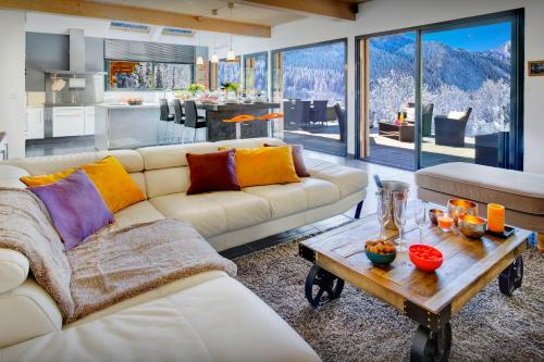 Charming mountain chalet with hot tub garden & office space - OVO Network - Chalet - Thônes