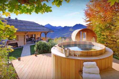 Alpine chalet for 13 in Manigod with sauna barrel hot tub & open fire perfect for a relaxing holiday - Chalet - Manigod
