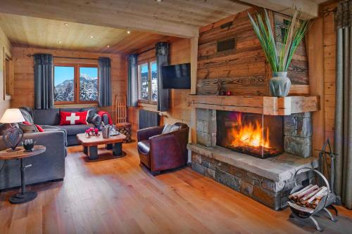 Savoyard ski-in ski-out chalet for 10 in La Clusaz with stunning views cosy feel fireplace and outdoor jacuzzi - Chalet - La Clusaz