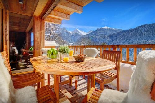 Unique luxury chalet for 12 in peaceful area with panoramic views spa facilities & pool table - Chalet - Manigod