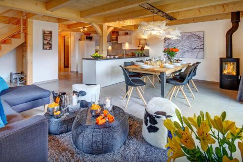 Mountain holiday in stylish chalet for 8 in Manigod with open space living beautiful views & garden close to slopes - Chalet - Manigod
