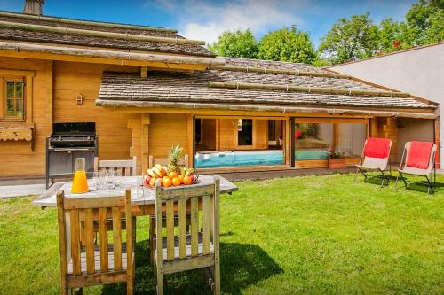 Alpine chalet for 12 with indoor swim spa home cinema & sauna enjoy fabulous views on the valley the perfect family base - Chalet - Saint Jean de Sixt
