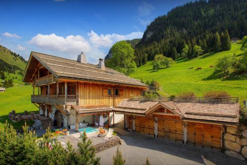 Luxury alpine ski-in ski-out lodge for 15 with concierge unwind in hot tub & spa cosy seating area - Chalet - La Clusaz