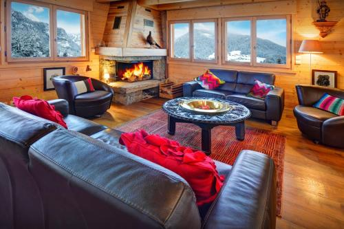 Hidden gem luxury chalet for 12 offering gorgeous mountain views cosy fireplace & ski room all year nearby activities - Chalet - Saint Jean de Sixt