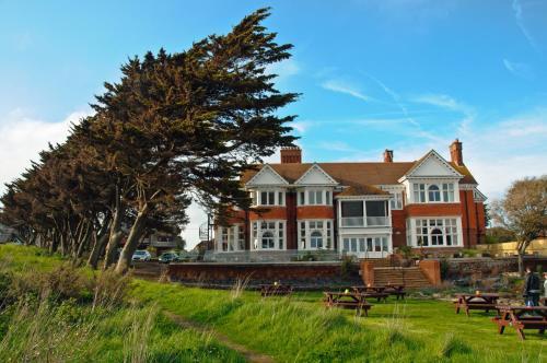 Park Ln, Milford on Sea, Lymington, Hampshire, SO41 0PT, United Kingdom.