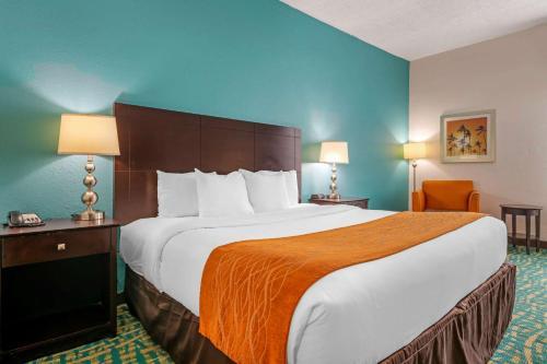 Comfort Inn & Suites Fort Lauderdale West Turnpike - image 4