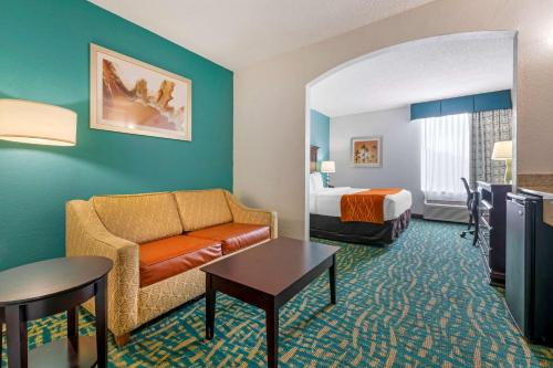 Comfort Inn & Suites Fort Lauderdale West Turnpike - image 11