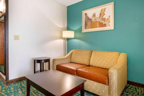 Comfort Inn & Suites Fort Lauderdale West Turnpike - image 10