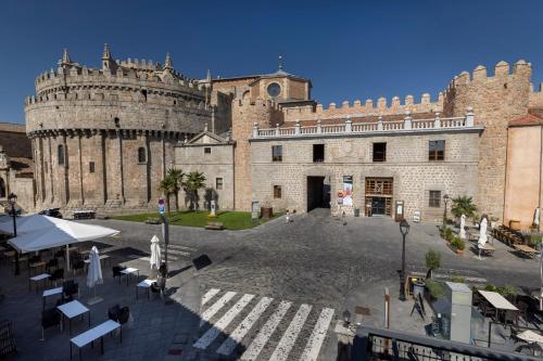 . Hostal Restaurante Puerta del Alcázar