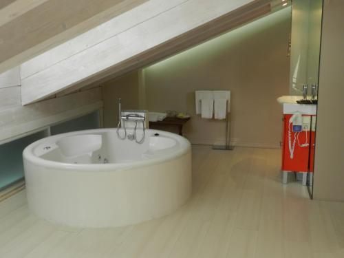 Loft with Spa Bath Posada Real La Pascasia 2