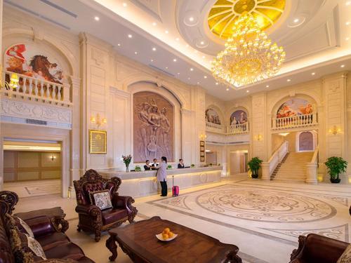 . Vienna Hotel Shenzhen Xiashuijing Subway Station