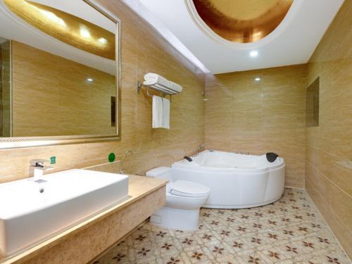. Vienna Hotel Shenzhen Songgang Shajiang Road