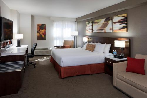 Deluxe, Guest room, 1 King, Sofa bed, Lake view