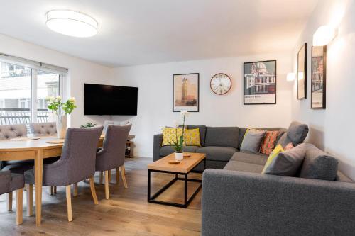 Spacious 3 Bedroom Apt In Covent Garden