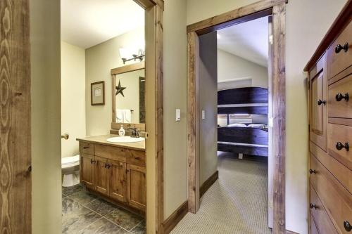 Beautiful 18 Person Ski-in/ski-out Chalet - Big White