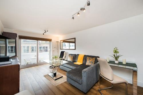 Modern Apartment with fantastic views and private balcony