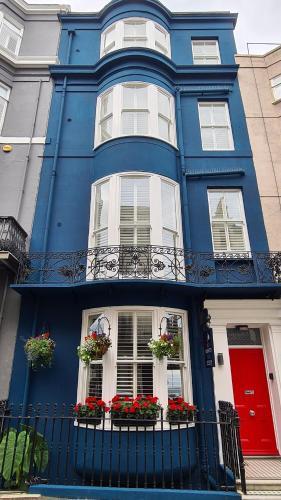 Red Brighton Blue - Photo 5 of 34