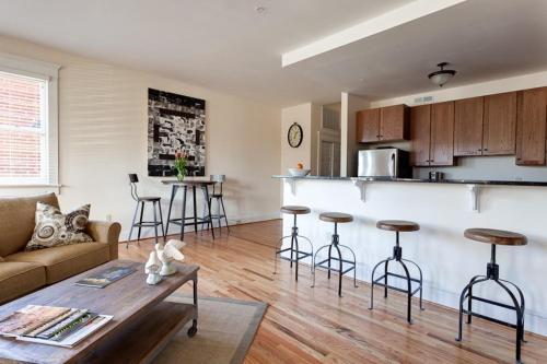 Park St Flat - Apartment - Charlottesville