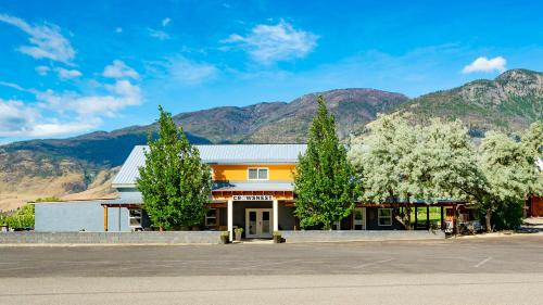 Guesthouse at Crowsnest Vineyards - Accommodation - Keremeos
