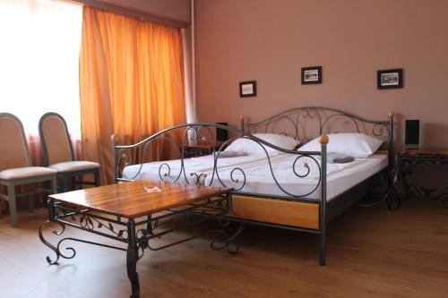. Hotel Tara