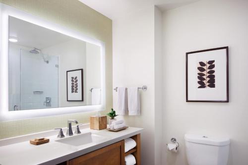 Ambrose Hotel - image 7