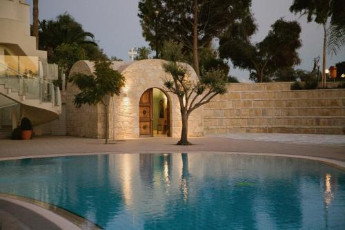 502 Leoforos Amathountos, 4520 Limassol, Cyprus.
