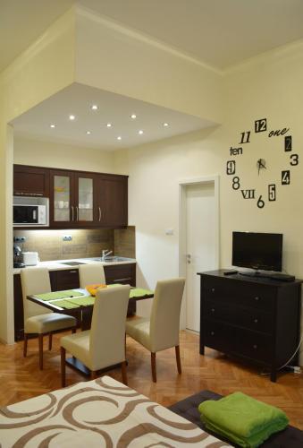 Hotel Robinia Apartment