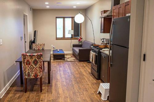 Honeycomb Hideout Close to DT Albany King Bed - Apartment - Rensselaer