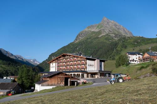 Panorama Hotel Almhof - Galtür