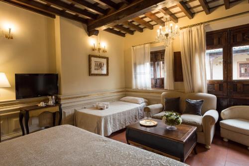 Junior Suite with Extra Bed Hotel Casa 1800 Granada 41