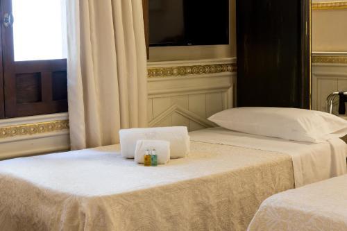 Superior Room with Extra Bed Hotel Casa 1800 Granada 27