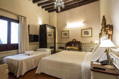 Superior Room with Extra Bed Hotel Casa 1800 Granada 26