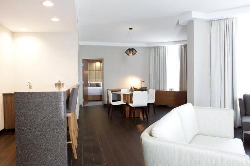 Grey Eagle Resort - Calgary, AB T3E 3X8