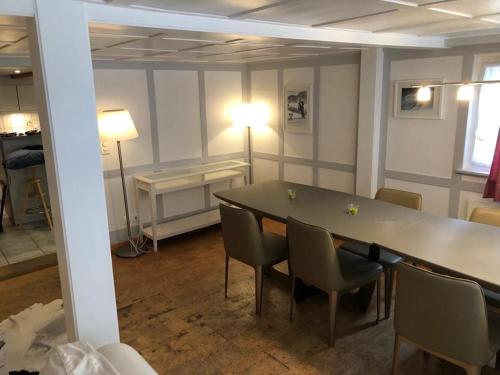 Charming Swiss Chalet Andermatt - Apartment