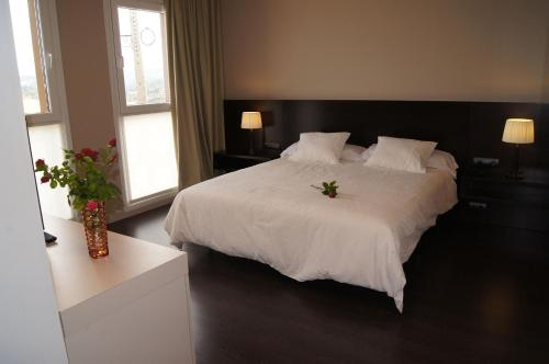 Double or Twin Room with Mountain View Hotel Valdorba 4