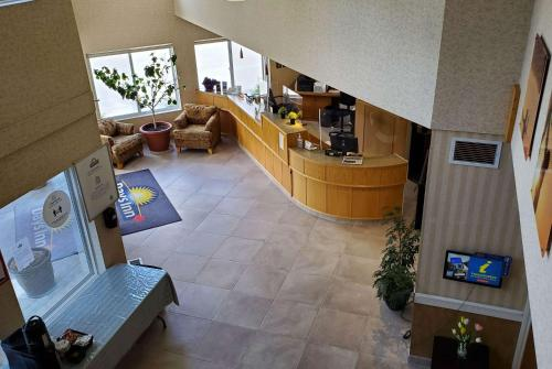 Days Inn By Wyndham Penticton Conference Centre - Photo 2 of 81