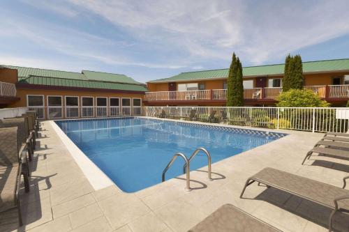 Days Inn By Wyndham Penticton Conference Centre - Photo 4 of 81