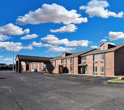 Coratel Inn & Suites Newton - Accommodation