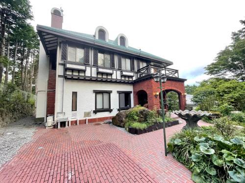 一棟貸切 天然温泉かけ流し 箱根薔薇の丘洋風別荘 Hakone Rose Hill Private Duplex Villa & Hotsprings