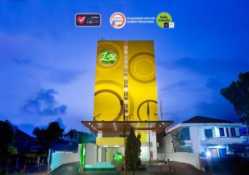 . Zest Hotel Bogor