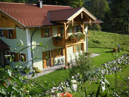 Ferienwohnungen Bergerhof Zuhaus - Apartment - Sachrang