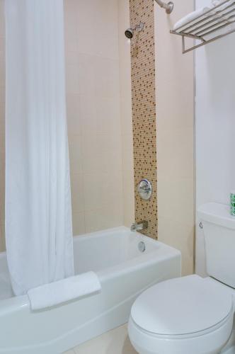 Eden Roc Inn & Suites Anaheim - Anaheim, CA 92802