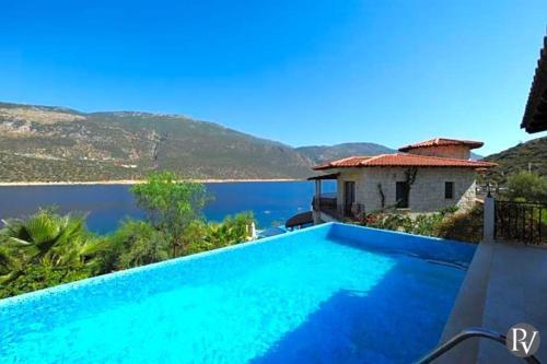Kas Villa Sleeps 12 Pool Air Con - Accommodation - Kas