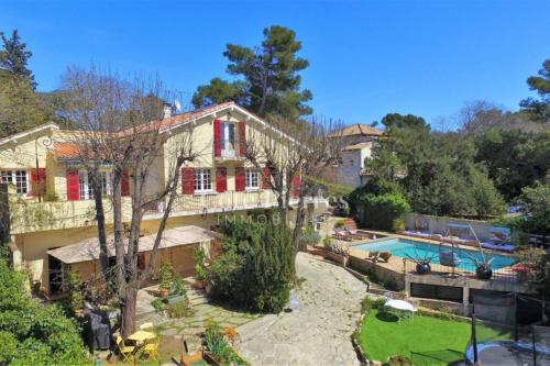 Grande maison - piscine. Proche Camargue-Cévennes - Location saisonnière - Nîmes
