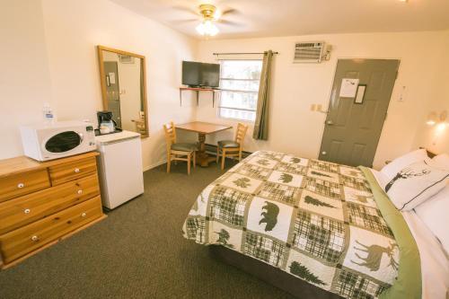 Mountain Springs Motel - Photo 6 of 51