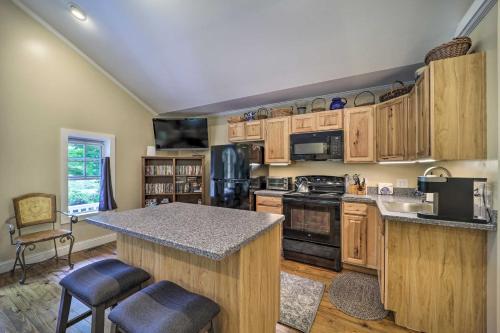 Quiet Studio Escape about 2 Mi to Blue Ridge Pkwy - Apartment - West Jefferson