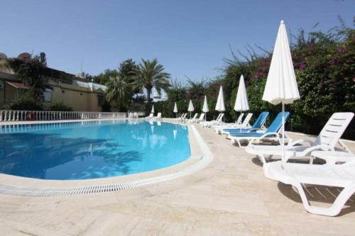 Villa with pool near the sea - Accommodation - Konakli