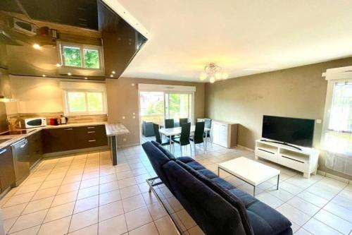 SOBNB REIGNIER - Spacieux appartement centre ville Reignier - Apartment