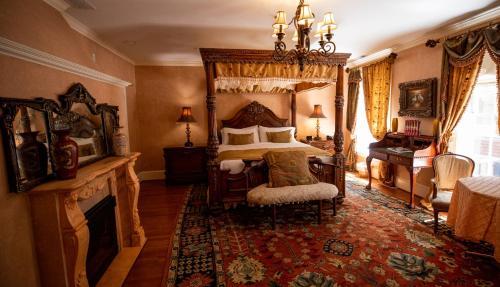 Scholar's Room 205